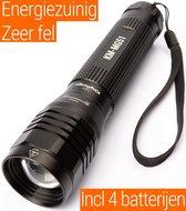 Led Zaklamp - Zeer fel 2000 Lumen - inclusief 4 AA batterijen - King Mungo Zaklampen