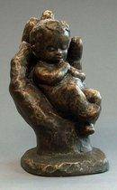 Parastone beeldje baby in hand - Geborgenheid - brons - 1226.20 - 12 cm hoog