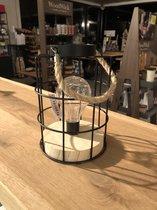 LED LAMP - Houten Voet - Zwart Metaal - Decoratieve tafel lamp zwart ijzerdraad model op batterijen met ledlamp inclusief.