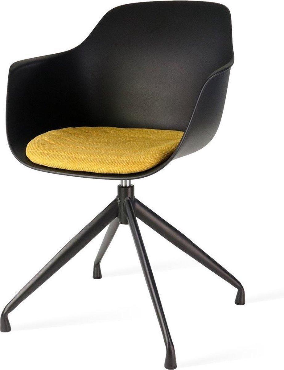 Ryan zwart draaibare eetkamerstoel - Zwarte zitting met armleuningen en oker geel zitkussen - kuipstoel zwart - kuipstoel - kuipstoelen - kuipzetel - kuipstoel met armleuning - eetkamerstoel met armleuning - eetkamerstoelen - stoel - stoelen