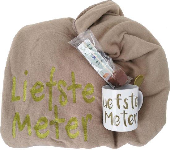 Relaxpakket: Zandkleurige fleecedeken met mok 'Liefste Meter' en Spoonful of Chocolate