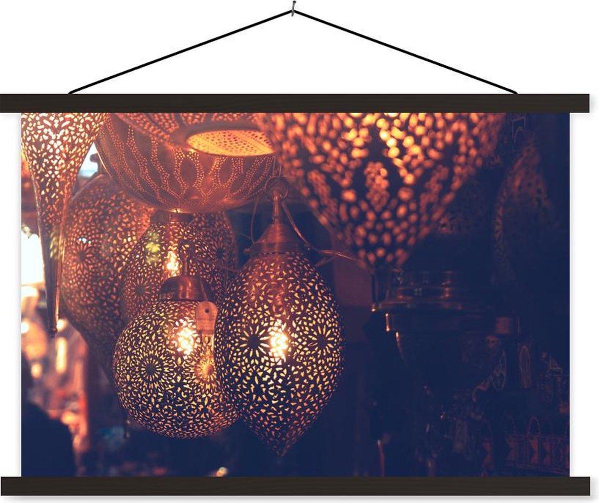 Lampen aan de markt in Marokko textielposter latten zwart 120x80 cm - Foto print op schoolplaat (wanddecoratie woonkamer/slaapkamer)