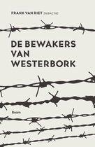 Boek cover De bewakers van Westerbork van Frank van Riet