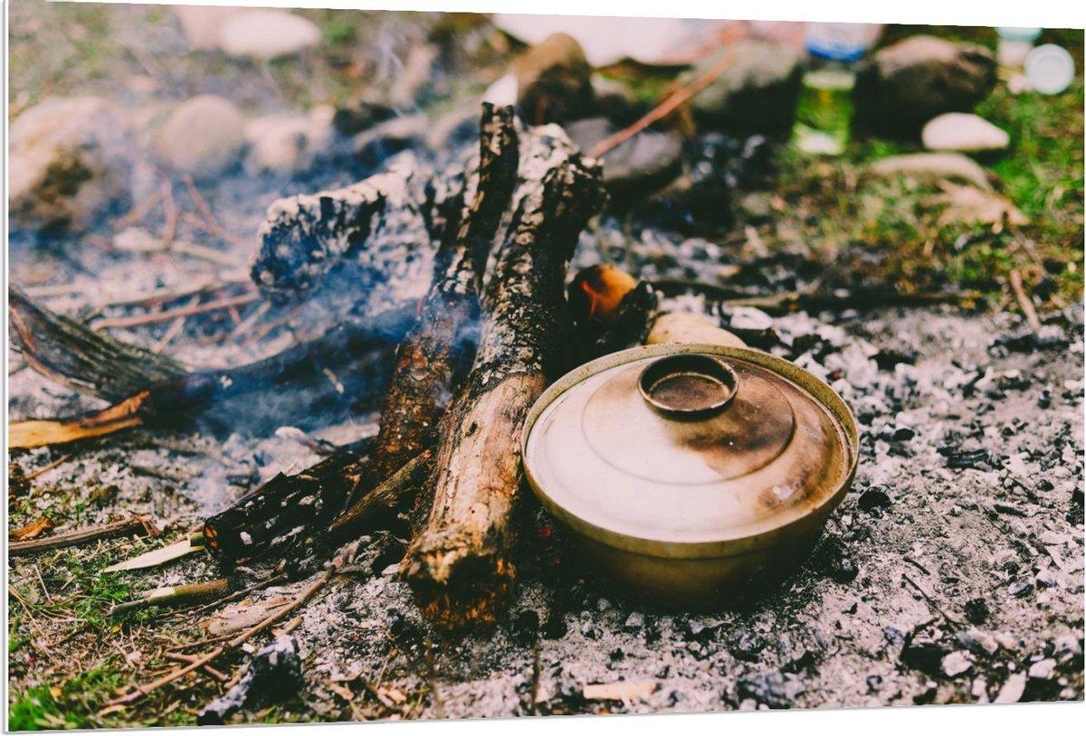 Forex - Pannetje bij Kampvuur - 120x80cm Foto op Forex