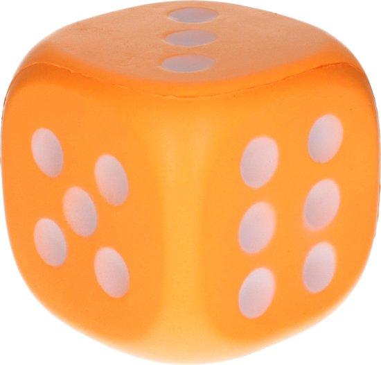 Thumbnail van een extra afbeelding van het spel 1x Grote foam dobbelsteen/dobbelstenen oranje 12 cm - Dobbelspellen - Spelletjes met dobbelstenen