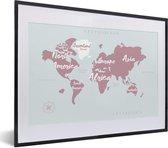 Foto in lijst - Wereldkaart met witte letters fotolijst zwart met witte passe-partout klein 40x30 cm - Poster in lijst (Wanddecoratie woonkamer / slaapkamer)