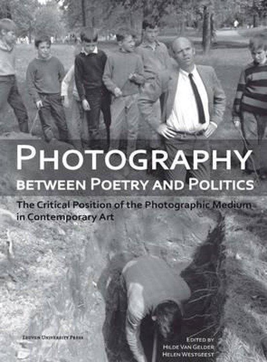 Boek cover Photography Between Poetry and Politics van  (Paperback)