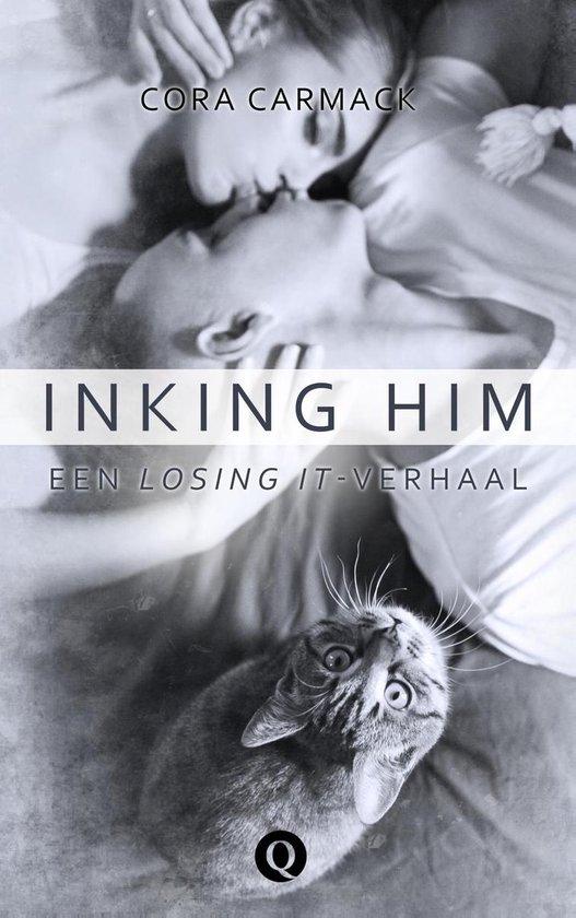 Boek cover Inking him van Cora Carmack (Onbekend)