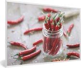Foto in lijst - Chilipeper in een glazen beker fotolijst wit 60x40 cm - Poster in lijst (Wanddecoratie woonkamer / slaapkamer)
