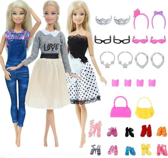 Barbiekleertjes set - 3 outfits met rok, shirts, tuinbroek en jurkje, 10 paar schoenen, sieraden en accessoires - Barbie kleding