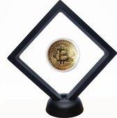 Bitcoin, Ethereum en Dogecoin Standaard - Inclusief 3 Munten - Crypto - Cryptocurrency - Cryptovaluta - Doge - Munt - Wallet - Cadeau - 11x11cm - Syrad®
