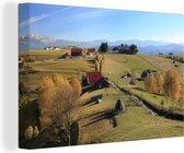 Rode boerderijen in het Nationaal park Piatra Craiului in Roemenië Canvas 60x40 cm - Foto print op Canvas schilderij (Wanddecoratie woonkamer / slaapkamer)