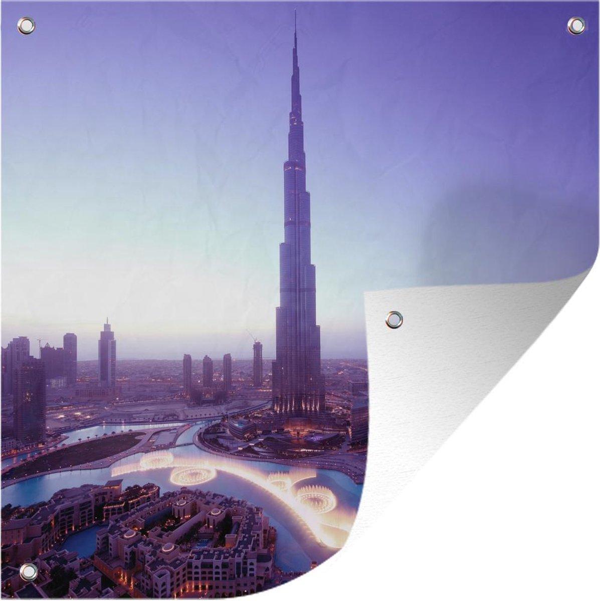 Tuinposter Dubai Fontein - Dubai fontein en het hoogste gebouw ter wereld tuinposter los doek 100x100 cm - Tuindoek/Buitencanvas/Schilderijen voor buiten (tuin decoratie) XXL / Groot formaat!