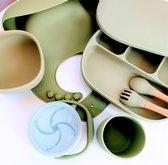 8-delige Siliconen-Kinderservies-baby servies-serviesset-Groen-BPA vrij-borden-kom-zuignap-drinkbeker Kinderen-bestek-kinderserviesset-kinderbestek-slab-slabbetjes-snackbox-fruitbakje-geschenkdoos-luxe-strik-cadeaudoos-kraamcadeau-babyshower kado