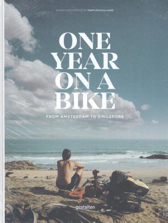 Boek cover One Year on a Bike van Martijn Doolaard (Hardcover)