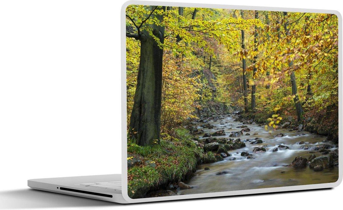 Laptop sticker - 13.3 inch - Najaarskleuren langs de oever van de rivier in het nationaal Park Harz in Duitsland