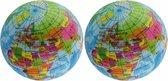 2x Anti-stress balletje planeet aarde/wereldbol/globe 7 cm - Stressballen - Squishy - Anti-stress producten