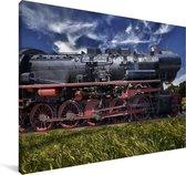 Stoomlocomotief in een veld Canvas 180x120 cm - Foto print op Canvas schilderij (Wanddecoratie woonkamer / slaapkamer) XXL / Groot formaat!