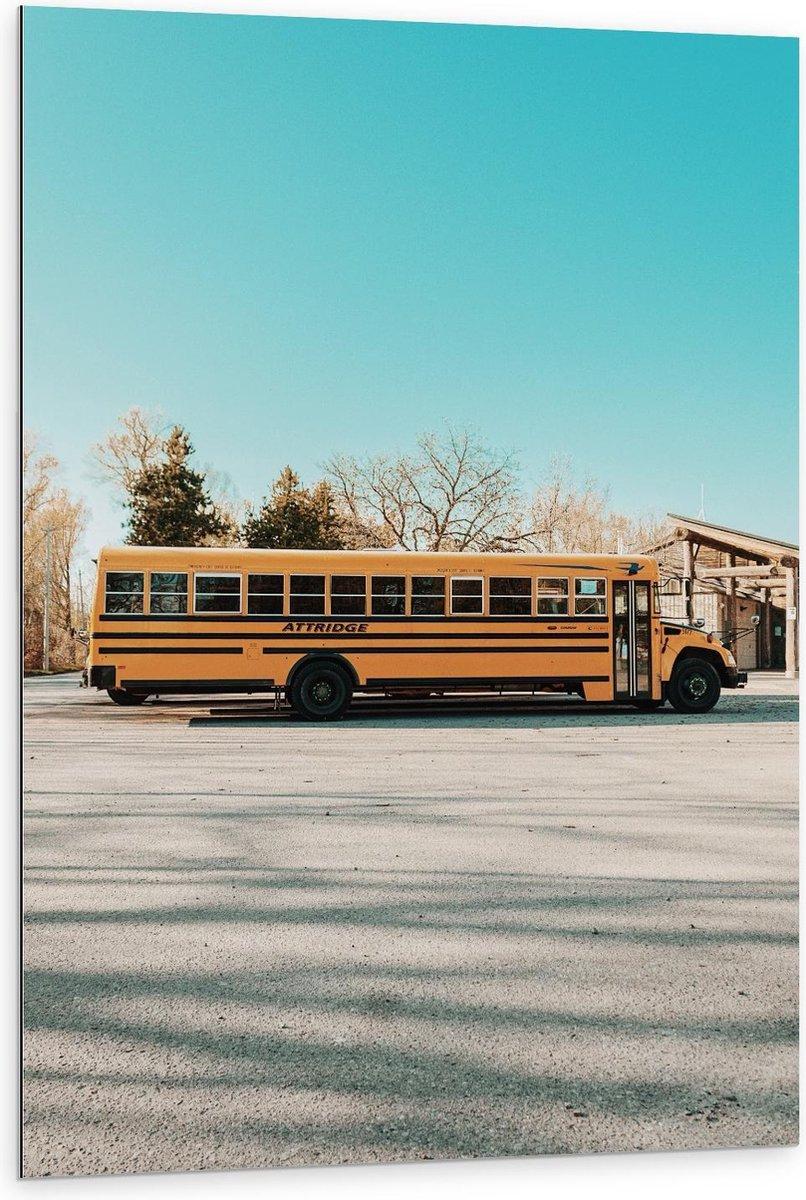 Dibond - Gele Schoolbus - 80x120cm Foto op Aluminium (Met Ophangsysteem)