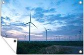 Deze windmolens wekken elektriciteit op bij zonsondergang Tuinposter 120x80 cm - Tuindoek / Buitencanvas / Schilderijen voor buiten (tuin decoratie)