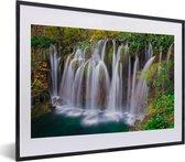 Poster met lijst Nationaal park Plitvicemeren - Een van de vele watervallen van het Nationaal park Plitvicemeren fotolijst zwart met witte passe-partout - fotolijst zwart - 40x30 cm - Poster met lijst