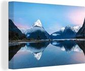 Reflectie in het water Nationaal Park Fiordland in Oceanië Canvas 30x20 cm - klein - Foto print op Canvas schilderij (Wanddecoratie woonkamer / slaapkamer)