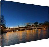 Magere brug over de Amstel Canvas 120x80 cm - Foto print op Canvas schilderij (Wanddecoratie woonkamer / slaapkamer) / Steden Canvas Schilderijen