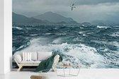 Fotobehang vinyl - De wilde schuimende zee nabij Nieuw-Zeeland breedte 405 cm x hoogte 260 cm - Foto print op behang (in 7 formaten beschikbaar)