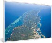 Foto in lijst - Oostelijk deel van de Baai-eilanden in Honduras fotolijst wit 60x40 cm - Poster in lijst (Wanddecoratie woonkamer / slaapkamer)