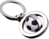 Voetbalsleutelhanger RVS   Sleutelring met hanger met een voetbal   Leuk voor jongens en meisjes die van voetballen houden
