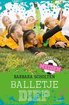 Voetbalgekke meiden 3 -   Balletje diep