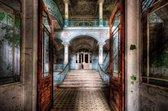 Glasschilderij - Verlaten gebouw - Foto print op glas - 120x80 - bruin rood