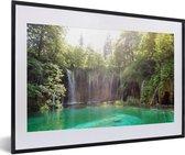 Poster met lijst Nationaal park Plitvicemeren - Helder groen water bij het Nationaal park Plitvicemeren in Kroatië fotolijst zwart met witte passe-partout - fotolijst zwart - 60x40 cm - Poster met lijst