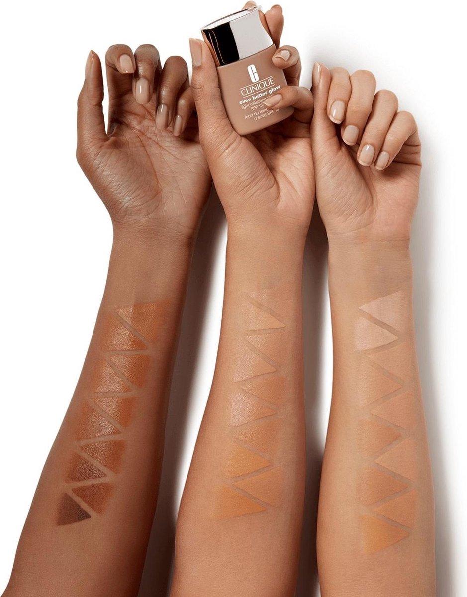 bol.com | Clinique - Even Better Glow Light Reflecting Makeup Spf15 Face  Primer Cn 52 Neutral 30Ml