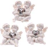Witte cherubijn beeldje met hartvormig edelsteentje