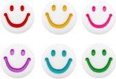 Letterkraal smiley - rond 7mm - wit gemengd - 10 stuks