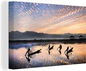 Ochtend op Inlemeer in Myanmar Canvas 120x80 cm - Foto print op Canvas schilderij (Wanddecoratie woonkamer / slaapkamer)