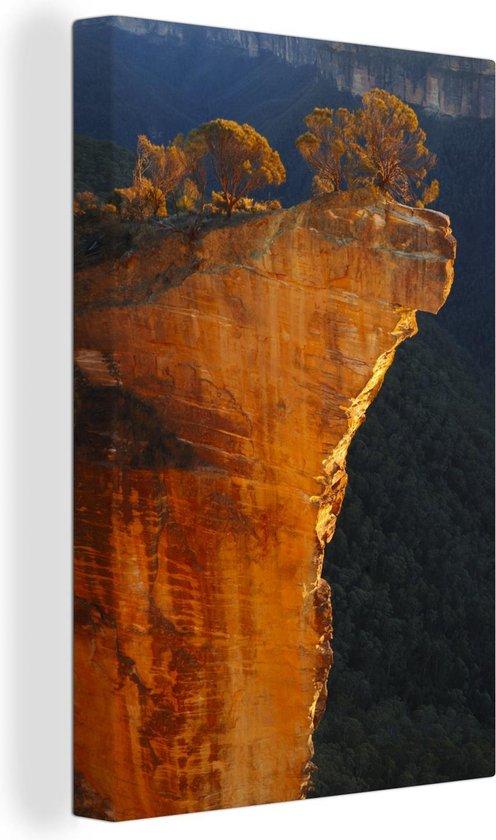 Hangende rots in Nationaal park Blue Mountains in NSW Canvas 120x180 cm - Foto print op Canvas schilderij (Wanddecoratie woonkamer / slaapkamer) XXL / Groot formaat!