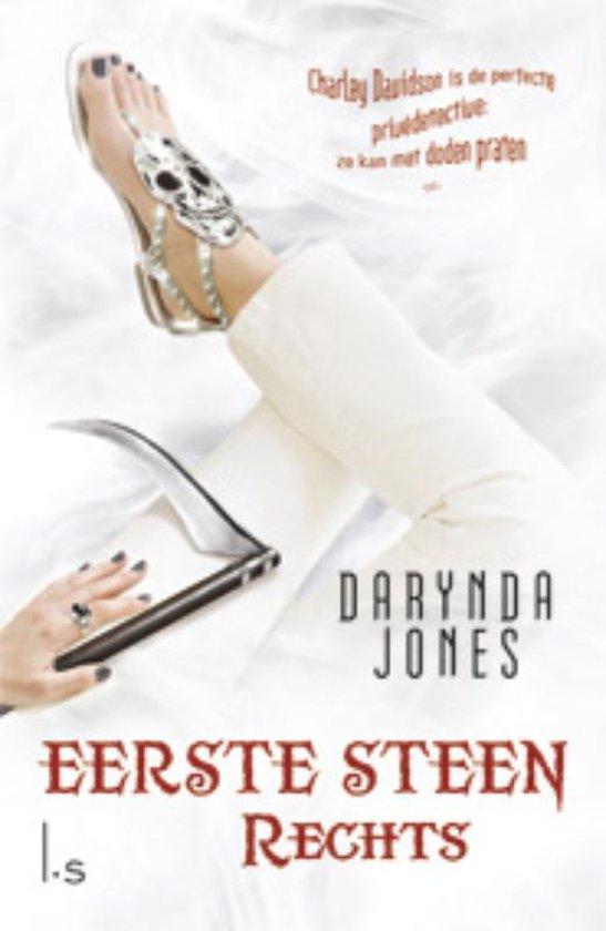 Eerste steen rechts - Darynda Jones |
