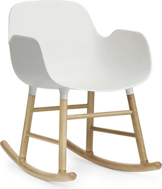Normann Copenhagen Form Rocking Armchair schommelstoel met eiken onderstel wit