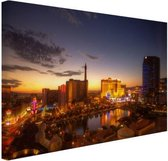 Las Vegas in avondlicht Canvas 120x80 cm - Foto print op Canvas schilderij (Wanddecoratie woonkamer / slaapkamer) / Steden Canvas Schilderijen
