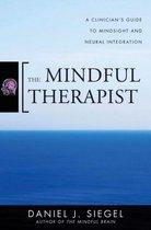 Boek cover The Mindful Therapist van Daniel J. Siegel (Hardcover)