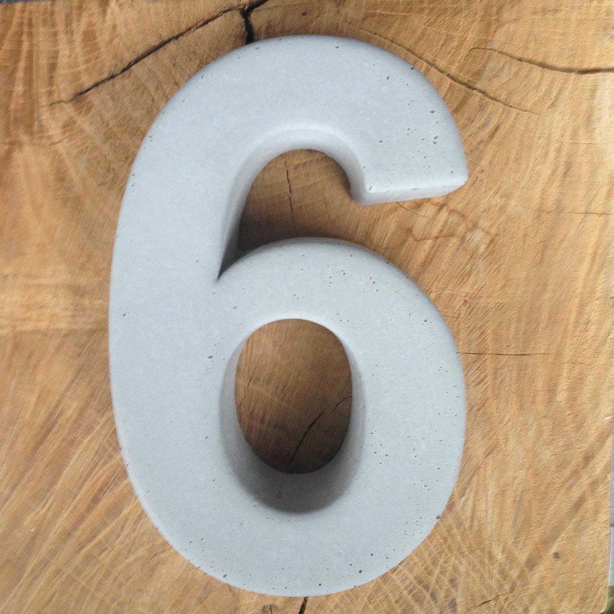 betonnen huisnummer 6, nummer zes van beton - Letterexpert