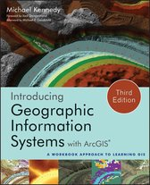 Boek cover Introducing Geographic Information Systems with ArcGIS van Michael D. Kennedy