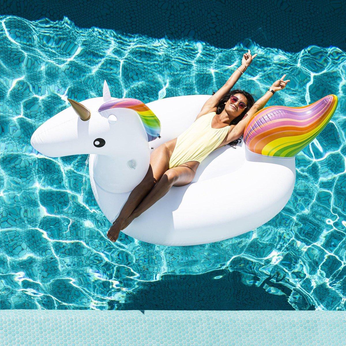 opblaasbare unicorn / eenhoorn voor in zwembad of op strand . 160x130x67cm/ zwemband eenhoorn