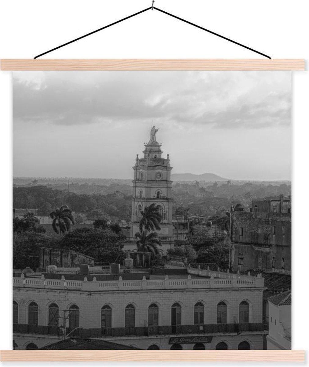 Hoog gebouw in Cuba - zwart-wit textielposter latten blank 60x60 cm - Foto print op schoolplaat (wanddecoratie woonkamer/slaapkamer)