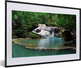 Foto in lijst - Waterval bij het Thaise Nationaal park Erawan fotolijst zwart met witte passe-partout 60x40 cm - Poster in lijst (Wanddecoratie woonkamer / slaapkamer)