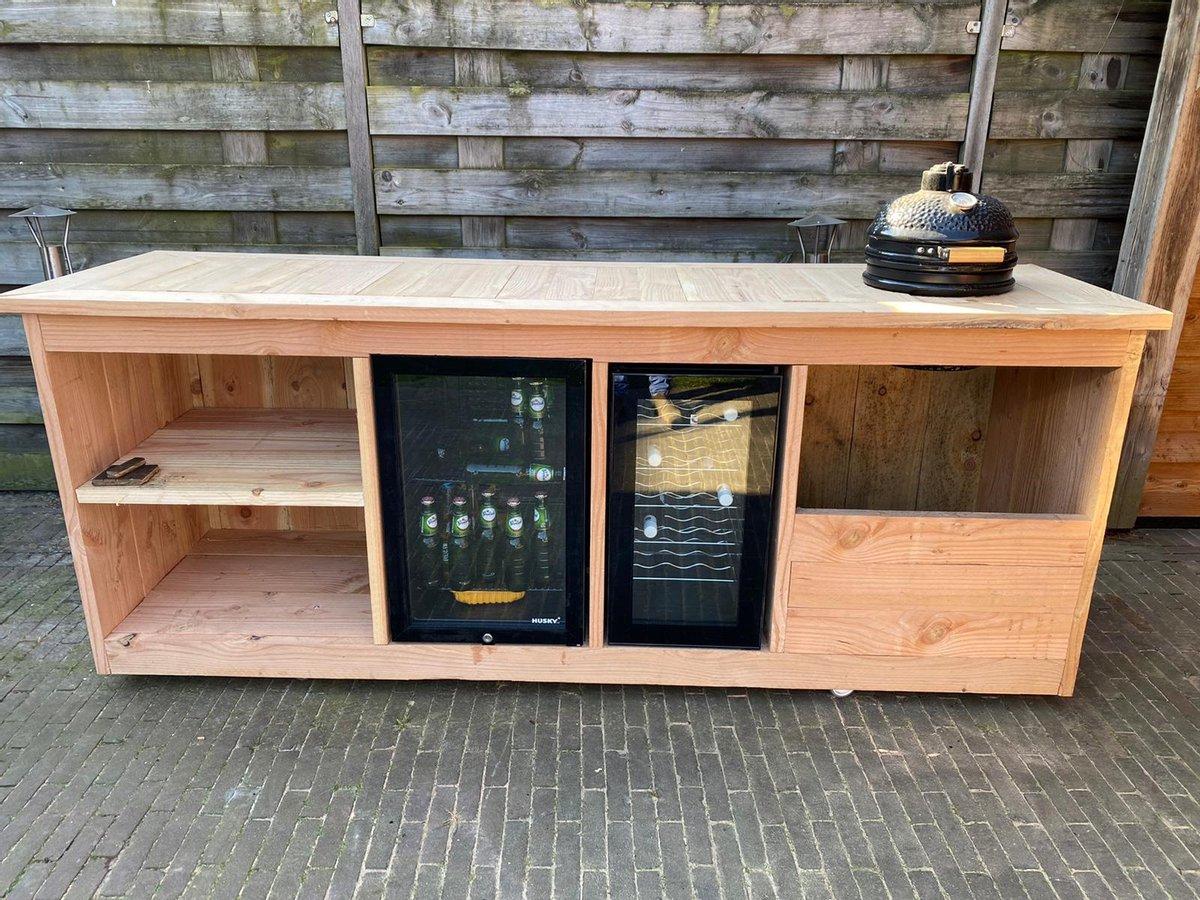 """Buitenkeuken """"Brussel"""" - Buitenkeukendeal.nl - Douglashout - BBQ - kamado - ombouw - Koelkast 68 Liter - Wijnkoeking 18 flessen"""