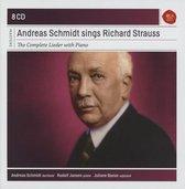 Sings Strauss