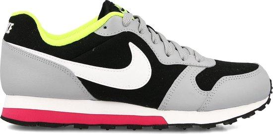 bol.com   Nike MD Runner Sneakers - Maat 39 - Unisex - zwart ...